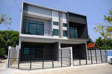 ขายบ้านแฝด 2 ชั้น สร้างใหม่ บ้านสวยพร้อมเข้าอยู่ ด่านสำโรง 26