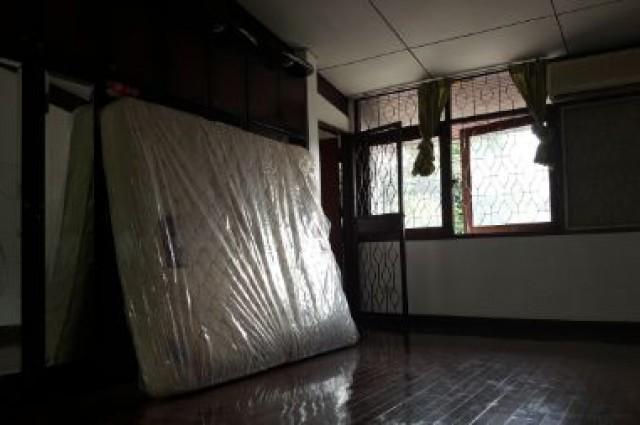 ให้เช่าบ้านตามสภาพ (หลังมุม) 2 ชั้น หมู่บ้านเสรี 90 ตรว. เดินทางสะดวก เข้าออกได้หลายทาง เหมาะทำที่อยู่อาศัย, Home Office