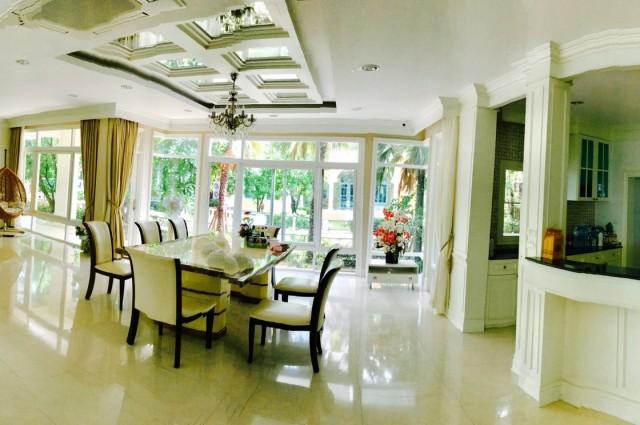 ขายบ้านเดี่ยว 2 ชั้น เป็นเกาะส่วนตัว อยู่ในโซน private ภายในตกแต่งบิ้วอินทั้งหลัง มีแอร์ทุกห้องทุกชั้น สวยมากพร้อมอยู่
