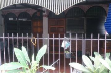 ขายทาวน์เฮ้าส์ดินแดง 3 ชั้น 6 ห้องนอน 4 ห้องน้ำ 2 ห้องนั่งเล่น/บ้าน2หลัง