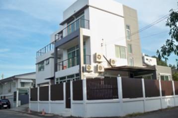 ขายบ้านเดี่ยว 3 ชั้น หมู่บ้านเสรี 8 ซ.พระราม 9 ซ.62 ใกล้ห้างเดอะไนน์ ศรีนครินทร์ ทางด่วน