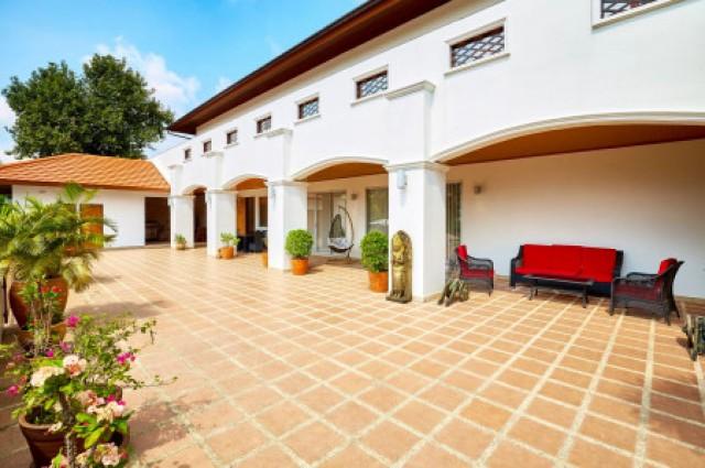 ขาย บ้านเดี่ยว บ้านปลูกสร้างอย่างประณีตโดยเจ้าของชาวต่างชาติ 500 ตรม. 5 ไร่ 0 งาน 0 ตร.วา ขายราคาตำ่กว่าธนาคารประเมิน