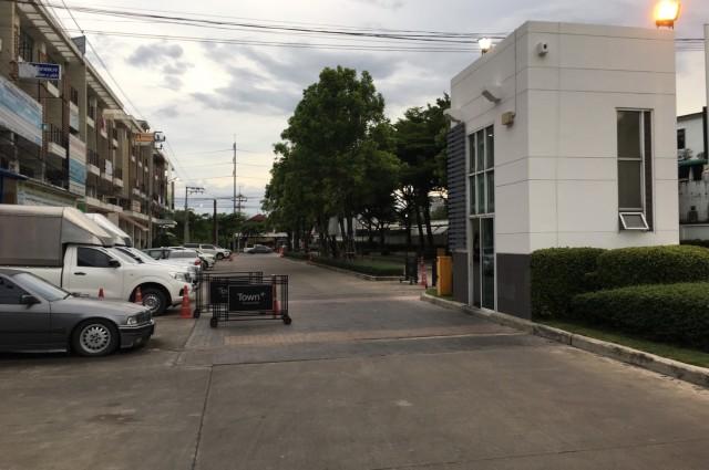 ขายอาคารพาณิชย์ โครงการ ทาวน์พลัส ประชาอุทิศ เยื้องซอยประชาอุทิศ90 อยู่ใกล้กับบิ๊กซีประชาอุทิศ (ประมาณ200เมตร)