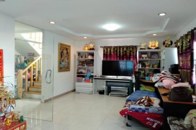 ขายถูก!! บ้านลาดพร้าว ใกล้ BTS ใกล้ทางด่วนเอกมัย-รามอินทรา (#สูง 3 ชั้น + จอดรถในบ้านได้ 4 คัน) 63 ตร.ว. 6 นอน 3 น้ำ พื้นที่บ้าน 285 ตร.ม.
