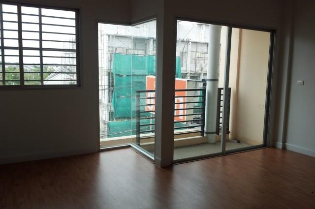 ขายอาคารพาณิชย์  โครงการ work place ของ SC ASSET อยู่ในซอยเพชรเกษม 81 หนองแขม  กรุงเทพมหานคร